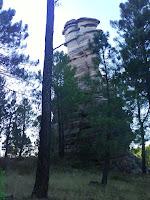 En las cercanías, Torre Balbina, impresionante torre natural de areniscas rojizas
