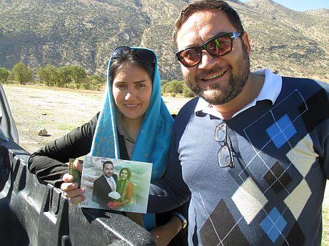 Mehdi aus Kazerun und seine Frau mit Hochzeitsfoto