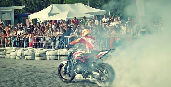 Mókus motoros show a Kaposvári Gokartpályán
