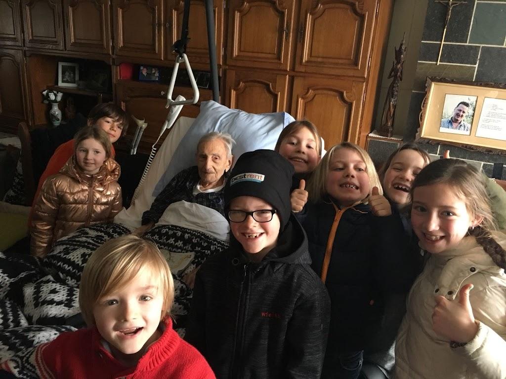 De Knetters op bezoek in het rusthuis - 15.jpg