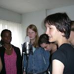 les filles + Claire (notre invitée sur le cd) à l'oeuvre.JPG