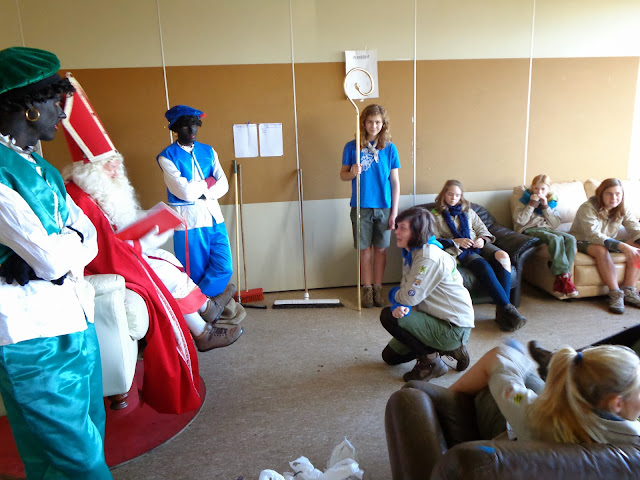 Sinterklaas op de scouts - 1 december 2013 - DSC00181.JPG