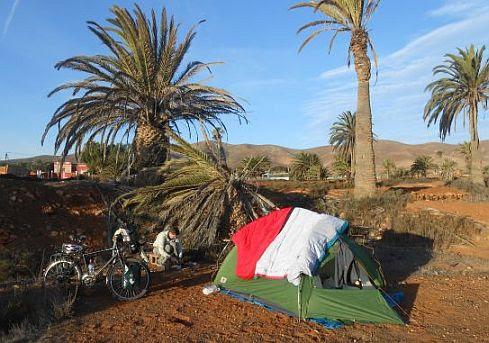 Am Morgen nach kühler Zeltnacht unter Palmen in Antigua, Fuerteventura