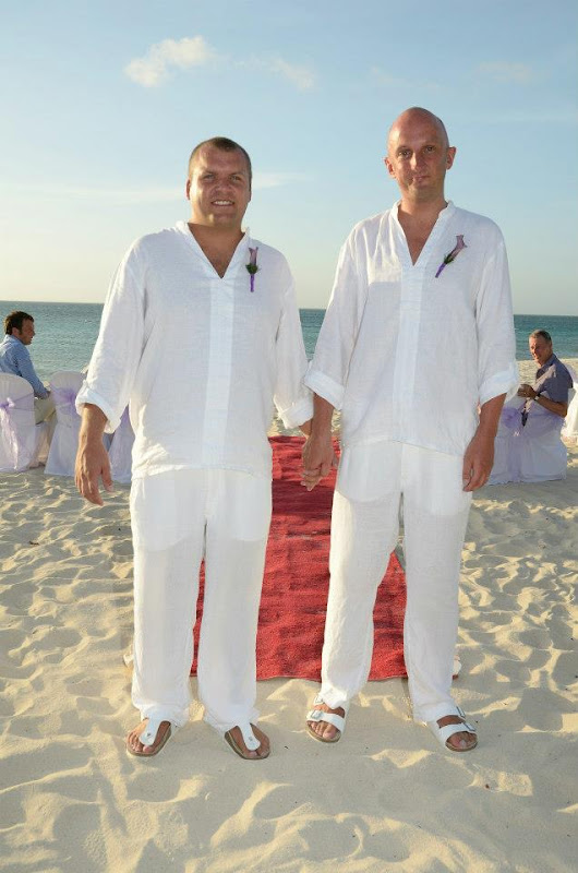 Gay Wedding Gallery - 308490_4076455583384_1154761977_n.jpg