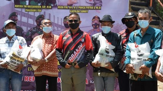 Pangdam I/BB Berbagi Tali Asih Kepada Warga Masyarakat Desa Sipolha