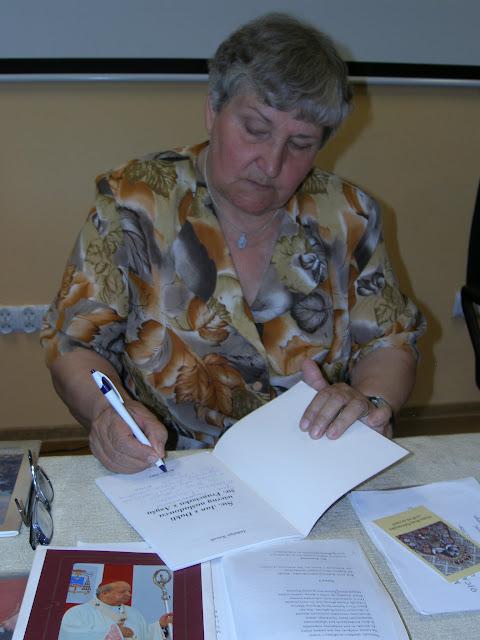 Spotkanie z autorem książek o św. Janie z Dukli i św. Janie Pawle II – Jadwigą Nowak - P6120122.JPG