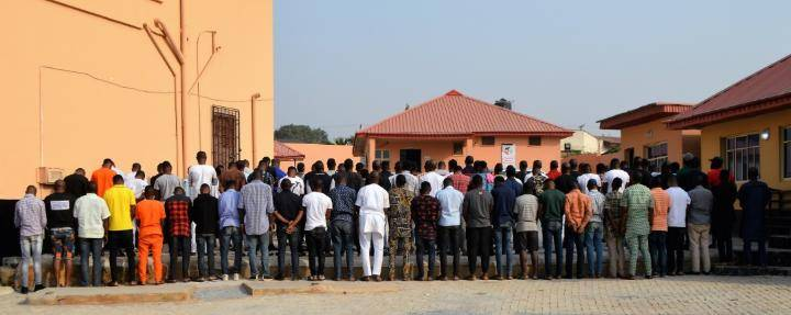 """EFCC Bursts 89 """"Yahoo Boys"""" In Ibadan, See What They Found With Them"""