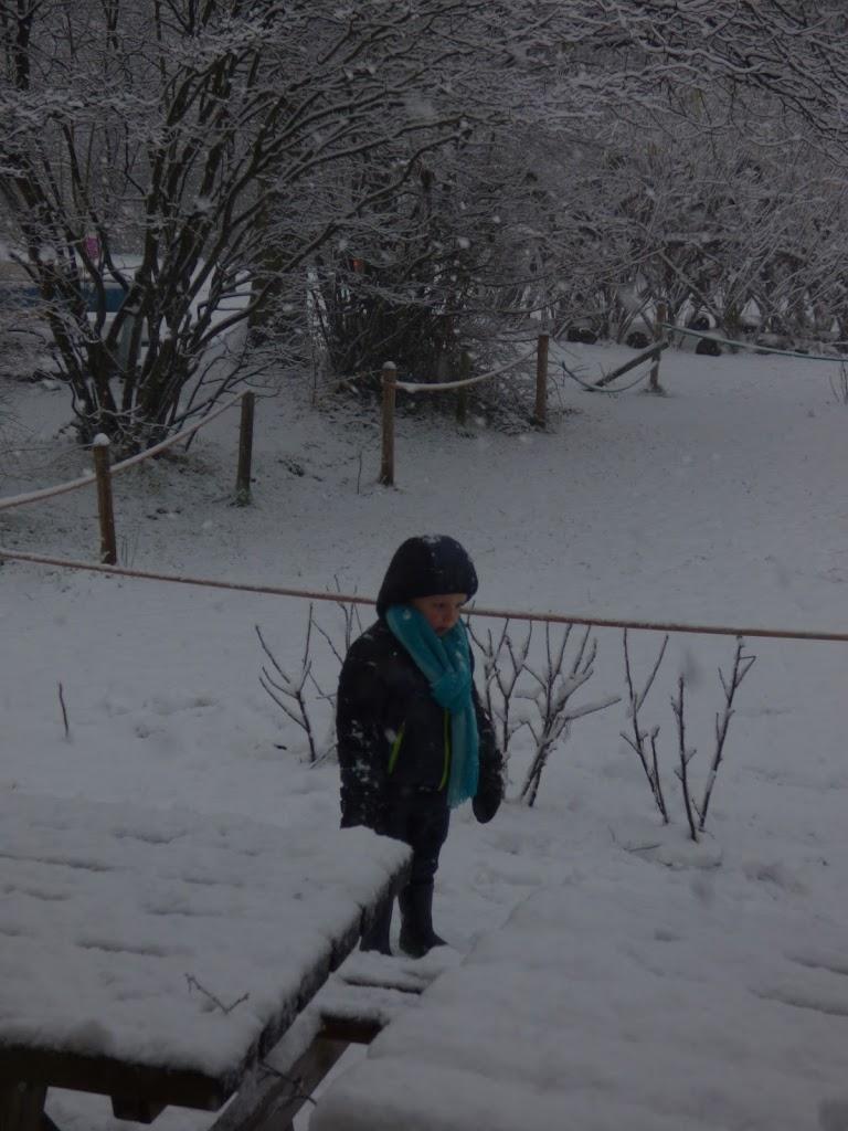 Spelen in de sneeuw - P1060679.JPG