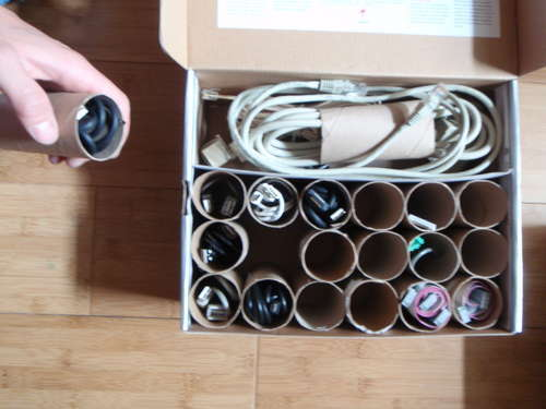 кабели на всякъде, как да ги организираме