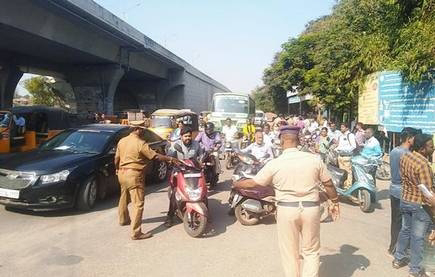 Traffic police collect over ₹50 lakh in fines in Vellore district