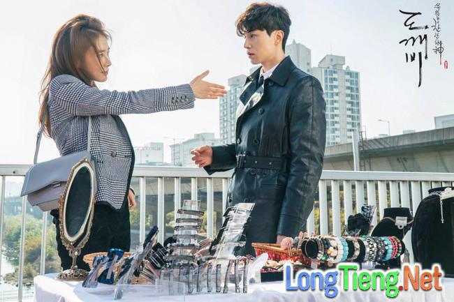 """Đây là điều mà Lee Dong Wook và Yoo In Na tiếc nuối nhất khi đóng """"Goblin"""" - Ảnh 1."""