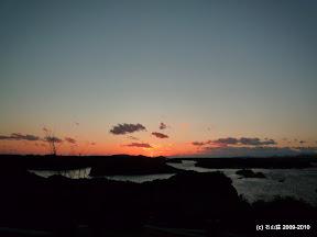 名残を残しつつも夕陽は沈んでいきます。