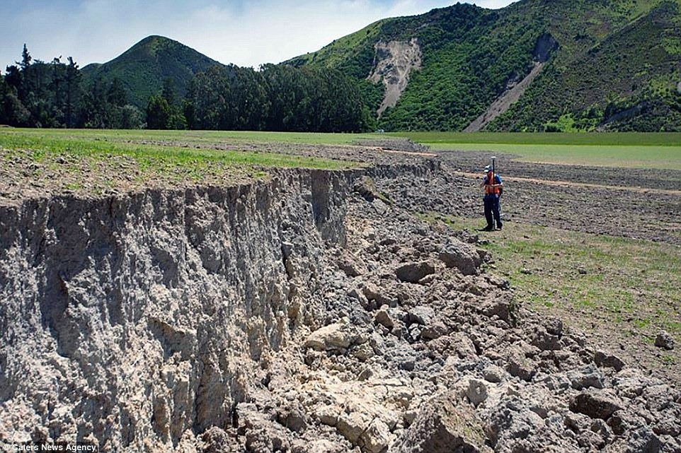 nz-earthquake-wall-1