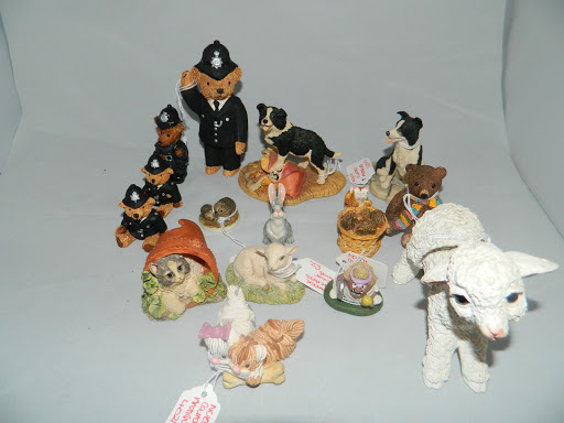d5acc0d5632 Lot 47  Selection of ceramic animals including Borders Fine Art. Guide   30-50 ...
