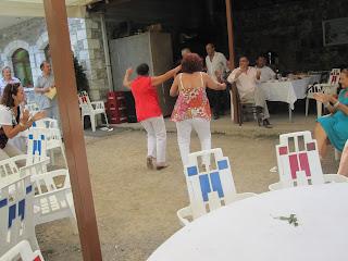 2ο αντάμωμα Παναγουλαίων -Χορεύουν οι γυναίκες