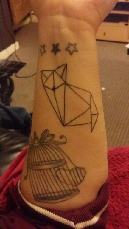 gato_e_estrelas_de_pulso_tatuagem