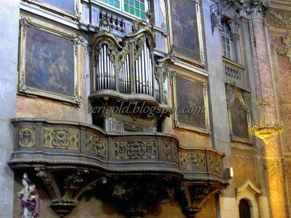 Изразцы и азулежуш в церкви да Граса - Лиссабон