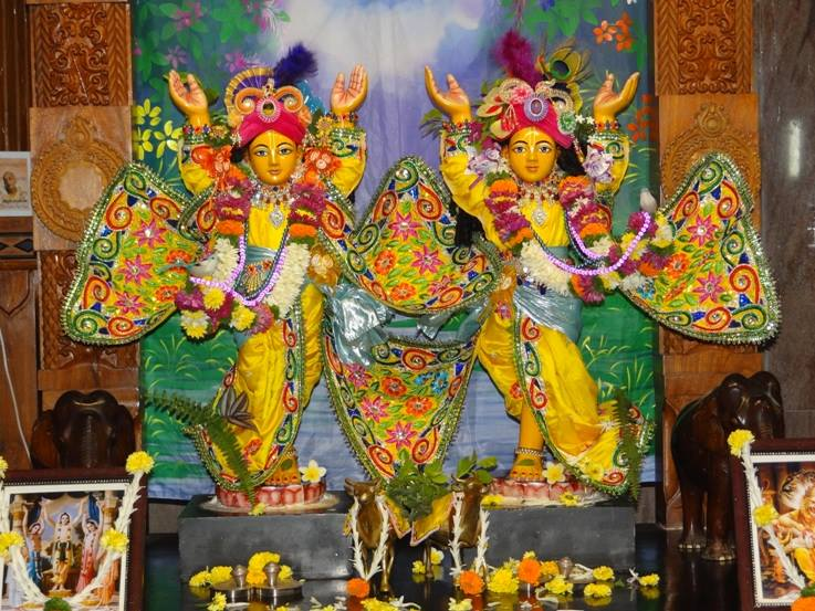 ISKCON Nigdi Deity Darshan 18 Dec 2015 (7)