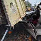 Travel Hantam Truck Sawit Bocor Ban, Dua Penumpang Merupakan Ibu Dan Anak Tewas Ditempat