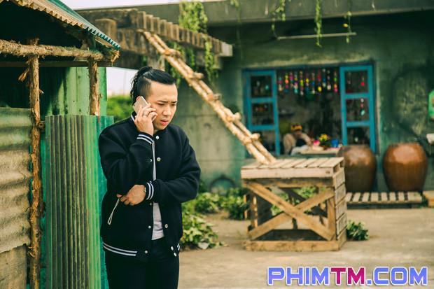 Trấn Thành tạo nét cùng Kiều Minh Tuấn trên phim trường Nắng 2 - Ảnh 8.