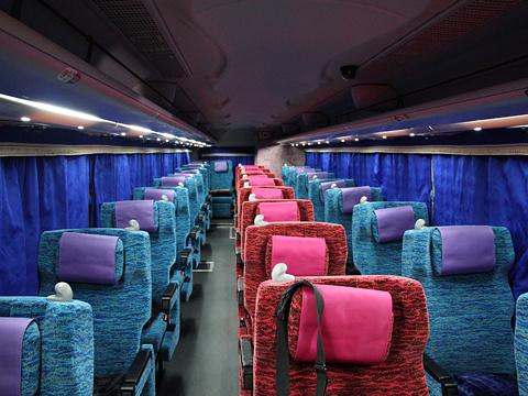 大阪バス「東京特急ニュースター号」 ・・33 車内