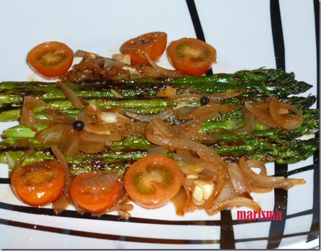 esparragos verdes con verduras,racion copia