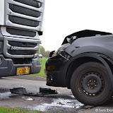 Auto botst op vrachtwagen tussen Winschoten en Oude Pekela - Foto's Otto Kerbof en Teunis Streunding