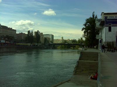 Am Donaukanal - Blick stromaufwärts