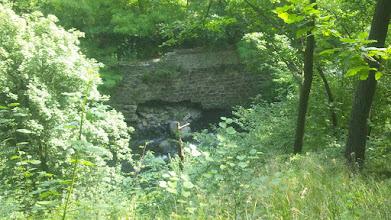 Photo: Die Ennepe kurz vor ihrer Mündung; das Ufermauerwerk auf der Volme-Seite wird bald einstürzen. (Im Original ein Raumbildfoto.)
