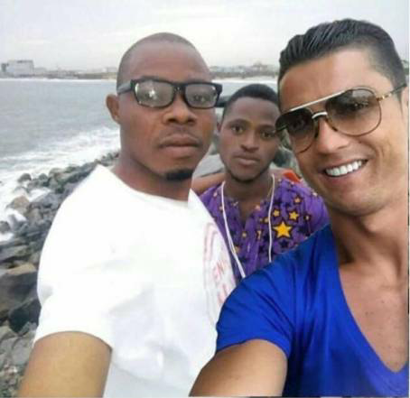 2 lucky Nigerian guys take 'beach selfie' with Ronaldo