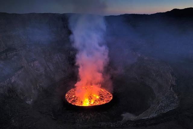 استكشافية لبركان نيراجونجو افريقيا 1.jpg
