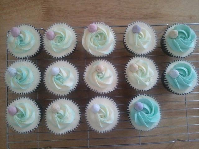 Cupcakes  الكعك ((فقط من أمواج )) صور  2011-04-23%25252018.26.14