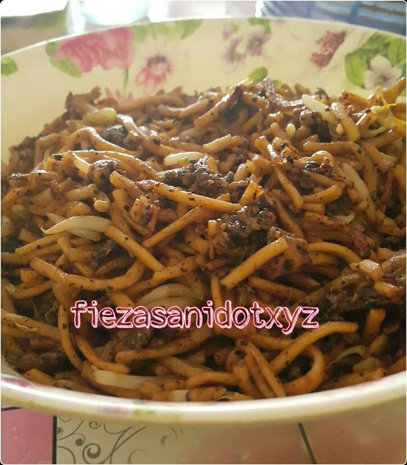 Dapur FiezaSani - Mee Goreng Lada Hitam