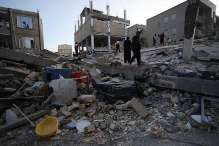 Earthquake hits Iran and Iraq, hundreds killed