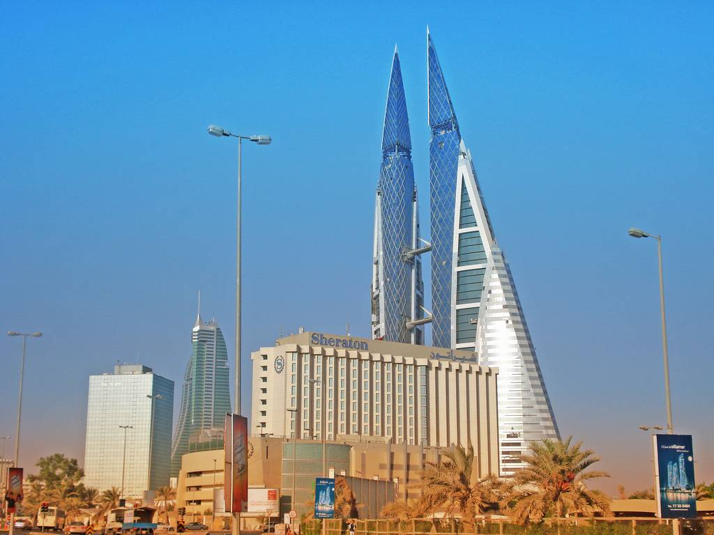 Bahrain - Manama skyline   (photo-battutabahrain.blogspot.com)