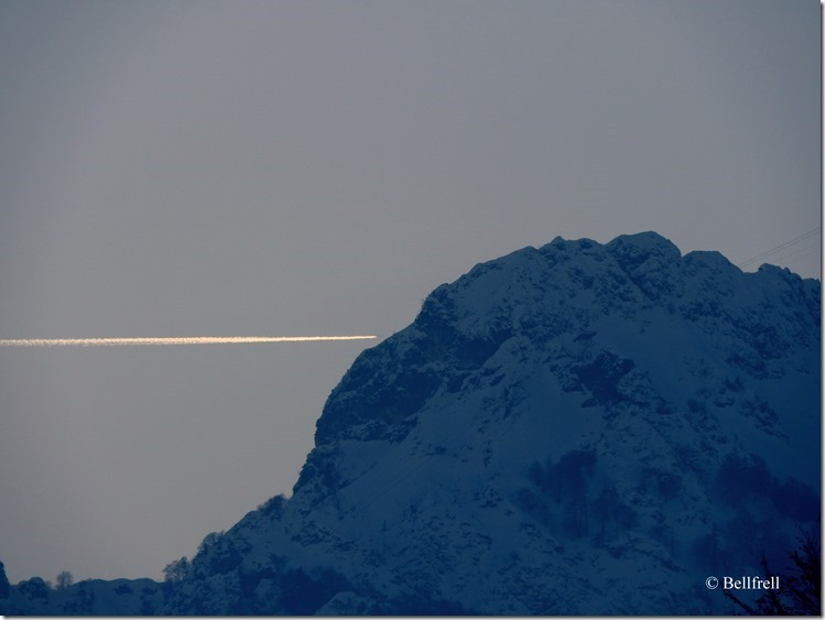 Untersberg und Flugzeug
