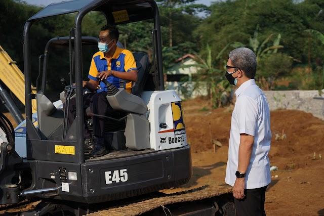 Bantu Penanganan Pemulasaraan Covid-19, Kementerian PUPR Kirim Dua Eskavator