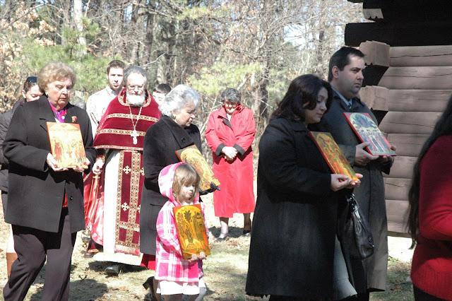 Faithful in procession.