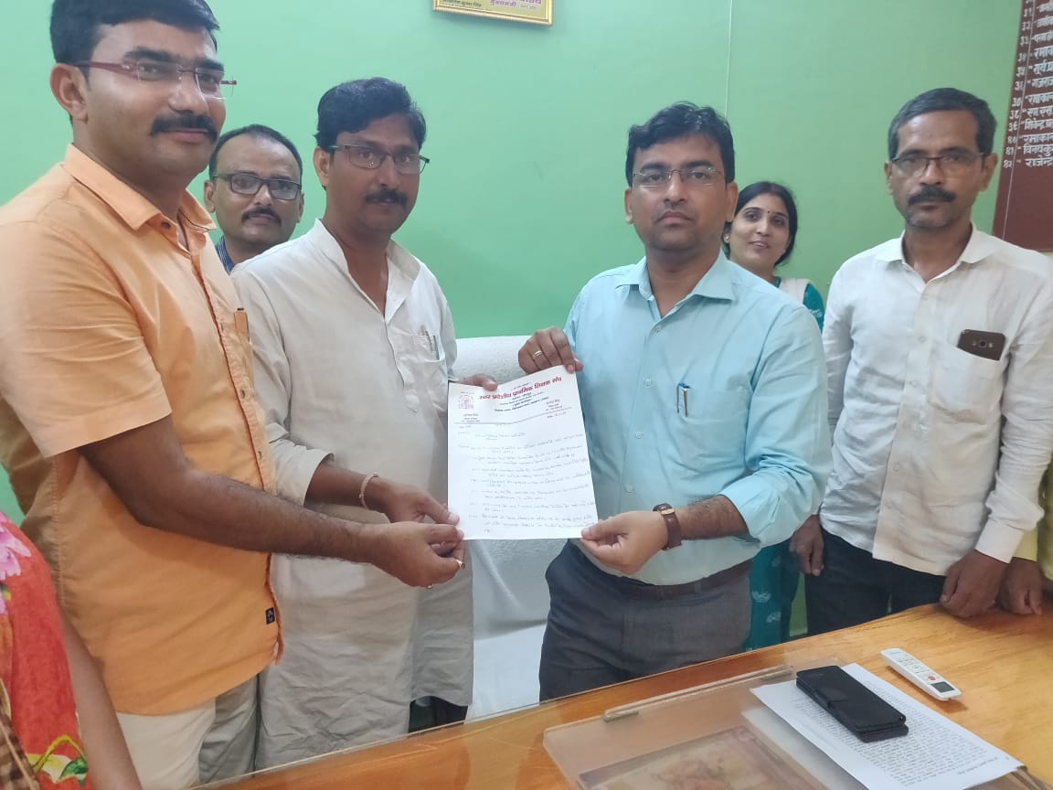 Jaunpur News : प्राथमिक शिक्षक संघ ने BSA के 15% नामांकन बृद्धि के अव्यवहारिक आदेश का दर्ज किया विरोध | #NayaSabera