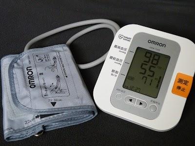 オムロン 自動血圧計HEM-7200