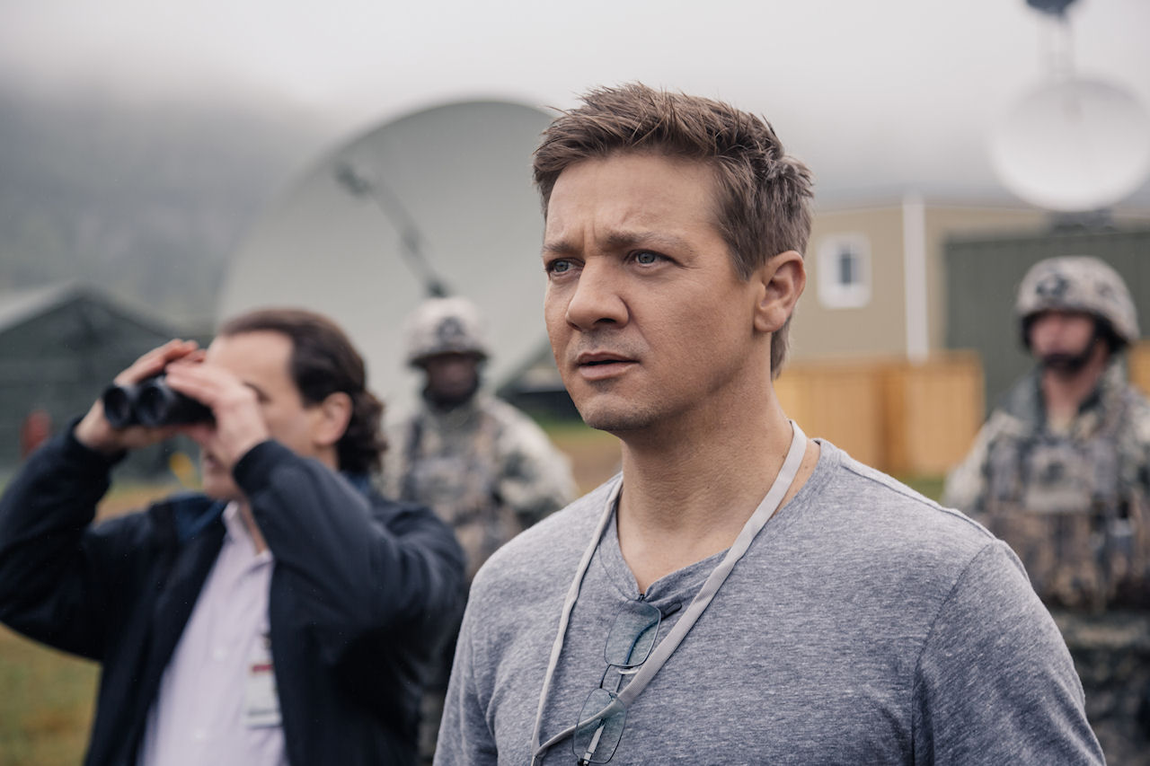 Jeremy Renner as Ian Donnelly in ARRIVAL. (Photo: Jan Thijs / Paramount Pictures)