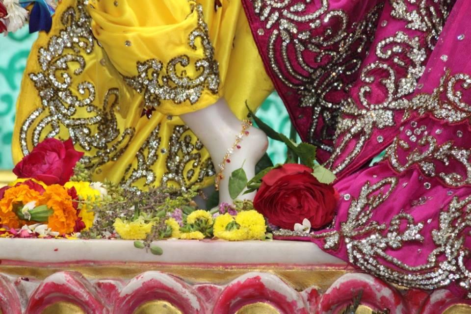 ISKCON Punjabi Bagh Deity Darshan 30 Mar 2016  (4)