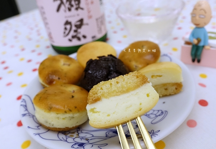 26 老胡賣點心 蜂蜜抹茶蛋糕捲 蜂蜜蛋糕捲 一口乳酪球 火腿乳酪球 一口巧克力