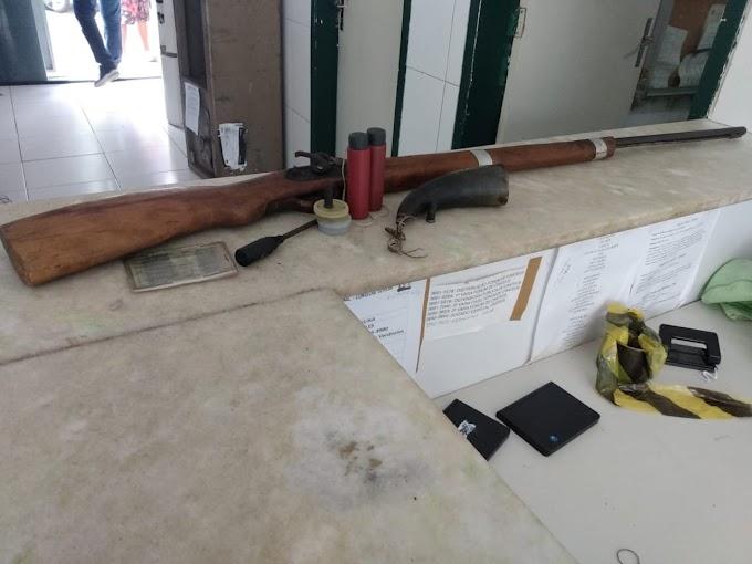 POLÍCIAIS DA FORÇA TÁTICA APREENDERAM ARMA DE FOGO EM NOVA RUSSAS