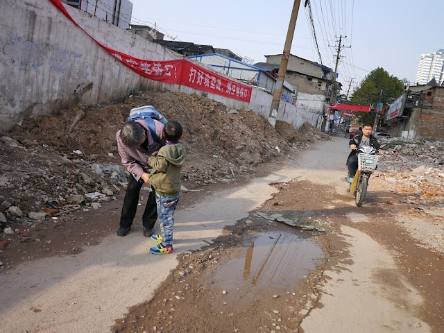 woman and boy at Beizheng Street in Changsha