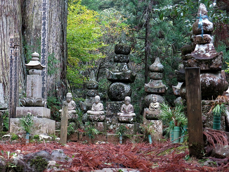 okunoin-cemetery-18