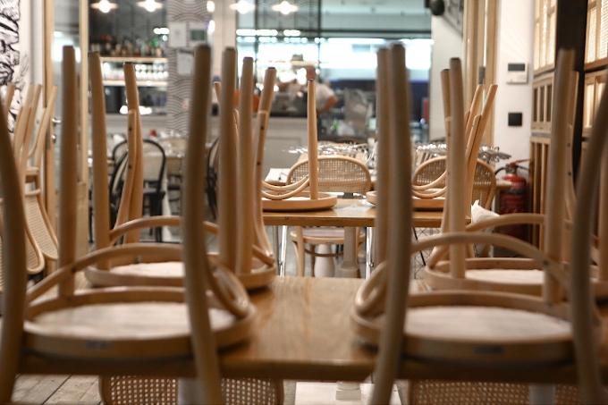 Δεν άνοιξε την επιχείρηση του ένας στους τέσσερις ιδιοκτήτες εστιατορίων και καφέ (video)