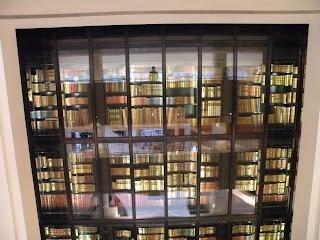"""""""Королевская Библиотека"""" за стеклом занимает 4-ре этажа"""