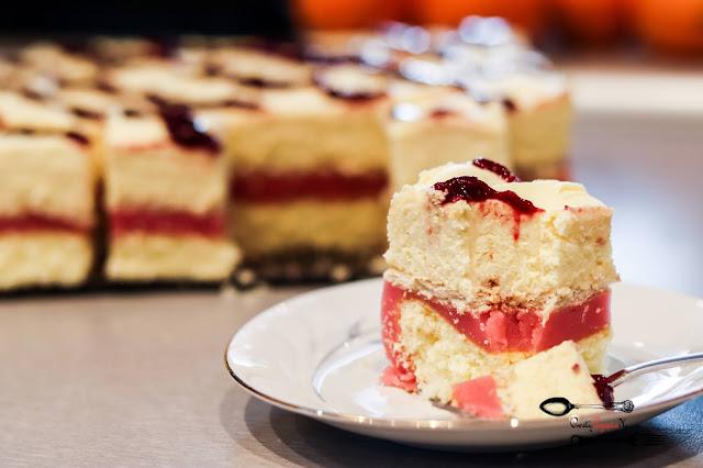 ciasta i desery,ciasto na biszkopcie,ciasto z masą waniliową, ciasto z masą kisielową, pyszne ciasto, ciasto z galaretką, ciasto z masą serkową