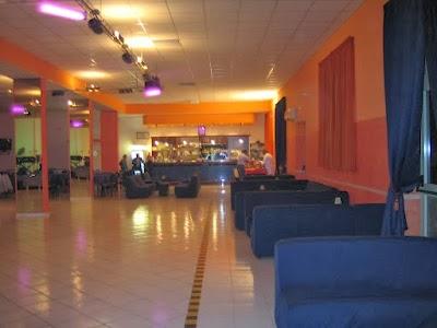 Jolly Dance & Restaurant